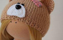 Вязание шапок для кукол спицами: мастер-класс с описанием как связать шапочку пупсу