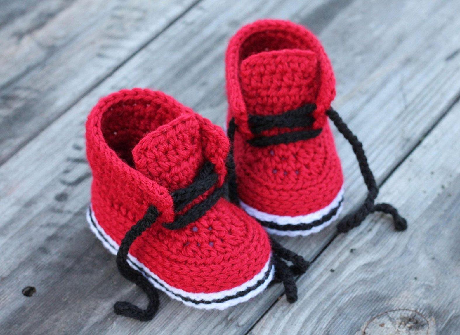 Вязаные ботинки для малышей крючком